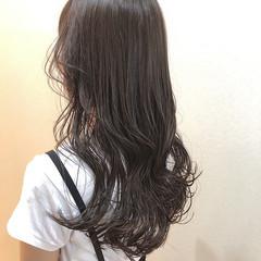 アッシュグレージュ オリーブグレージュ ロング ナチュラル ヘアスタイルや髪型の写真・画像
