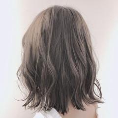 大人可愛い 透明感カラー ミディアム フェミニン ヘアスタイルや髪型の写真・画像