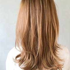 大人ヘアスタイル アッシュブラウン ミディアムレイヤー 大人かわいい ヘアスタイルや髪型の写真・画像