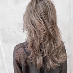 切りっぱなしボブ ウルフレイヤー ミルクティーベージュ エレガント ヘアスタイルや髪型の写真・画像