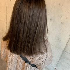 ハイライト アッシュベージュ 極細ハイライト セミロング ヘアスタイルや髪型の写真・画像
