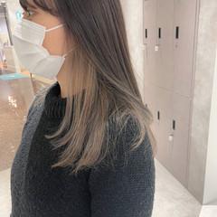 極細ハイライト インナーカラー セミロング ナチュラル ヘアスタイルや髪型の写真・画像