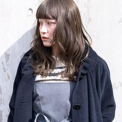 透明感 グレージュ アンニュイほつれヘア ナチュラル ヘアスタイルや髪型の写真・画像