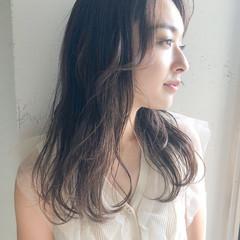 外国人風フェミニン レイヤースタイル アンニュイほつれヘア 簡単ヘアアレンジ ヘアスタイルや髪型の写真・画像