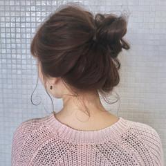 お団子ヘア ナチュラル ヘアアレンジ お出かけヘア ヘアスタイルや髪型の写真・画像