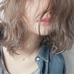 ハイライト レイヤーカット アッシュ 大人かわいい ヘアスタイルや髪型の写真・画像