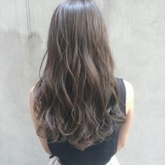 シルバーグレージュ 暗髪 イルミナカラー グレージュ ヘアスタイルや髪型の写真・画像