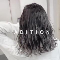 シルバー ミディアム ナチュラル バレイヤージュ ヘアスタイルや髪型の写真・画像