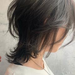 ミディアム ニュアンスウルフ ナチュラルウルフ レイヤーカット ヘアスタイルや髪型の写真・画像