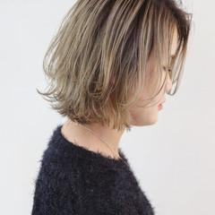 バレイヤージュ グレージュ ナチュラル ボブ ヘアスタイルや髪型の写真・画像