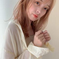 ミディアム ミルクティーベージュ ベージュ ブリーチ ヘアスタイルや髪型の写真・画像