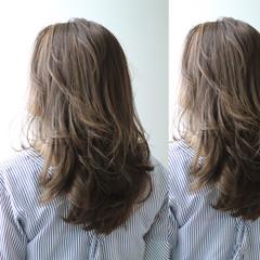 グレージュ ハイライト グラデーションカラー ミディアム ヘアスタイルや髪型の写真・画像