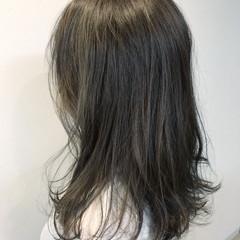 レイヤーカット ハイライト ロング アッシュ ヘアスタイルや髪型の写真・画像