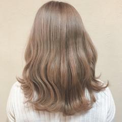 ベージュ ブリーチ ガーリー セミロング ヘアスタイルや髪型の写真・画像