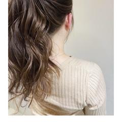ロング グレージュ エレガント インナーカラー ヘアスタイルや髪型の写真・画像