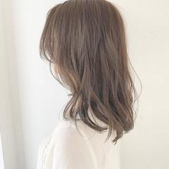 ミルクティーベージュ アンニュイ ミルクティーグレージュ ナチュラル ヘアスタイルや髪型の写真・画像