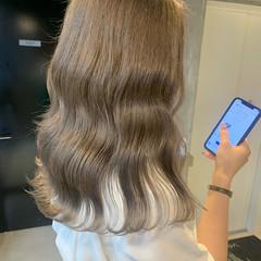 ミルクティーベージュ エレガント ハイトーンカラー ナチュラルベージュ ヘアスタイルや髪型の写真・画像