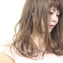 インナーカラー 大人かわいい ミディアム モード ヘアスタイルや髪型の写真・画像