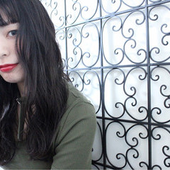 アッシュグレージュ アンニュイ リラックス ナチュラル ヘアスタイルや髪型の写真・画像