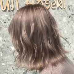 ハイトーンカラー ミルクティーベージュ ヘアアレンジ シアーベージュ ヘアスタイルや髪型の写真・画像