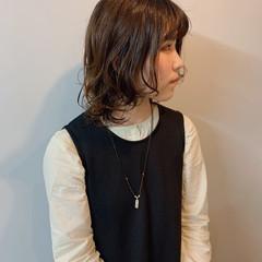 ミディアム パーマ ナチュラル シンプル ヘアスタイルや髪型の写真・画像