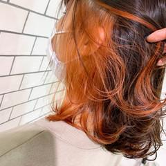 インナーカラー 派手髪 ミディアム 切りっぱなしボブ ヘアスタイルや髪型の写真・画像