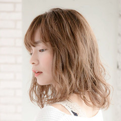 アンニュイほつれヘア アウトドア 大人かわいい ヘアアレンジ ヘアスタイルや髪型の写真・画像