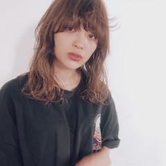 ゆるふわパーマ ベージュ ストリート シアーベージュ ヘアスタイルや髪型の写真・画像