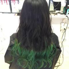 グリーン 黒髪 グラデーションカラー ナチュラル ヘアスタイルや髪型の写真・画像