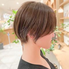 オリーブグレージュ ショートヘア 透明感カラー ブリーチなし ヘアスタイルや髪型の写真・画像