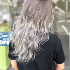 ミルクティー ストリート ホワイト アッシュ ヘアスタイルや髪型の写真・画像