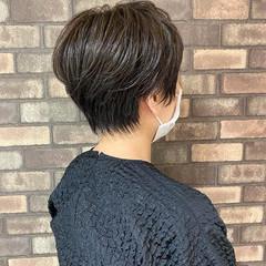 オリーブグレージュ ナチュラル ショート ショートボブ ヘアスタイルや髪型の写真・画像