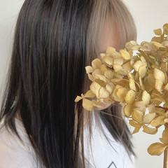 インナーカラー ミルクティーベージュ モード プラチナブロンド ヘアスタイルや髪型の写真・画像