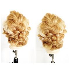簡単ヘアアレンジ セミロング グラデーションカラー くせ毛風 ヘアスタイルや髪型の写真・画像