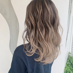 セミロング モード 白髪染め バレイヤージュ ヘアスタイルや髪型の写真・画像