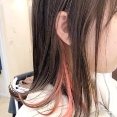 外ハネ インナーカラー ピンク ナチュラル ヘアスタイルや髪型の写真・画像