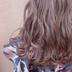 デート ミディアム ハイライト フェミニン ヘアスタイルや髪型の写真・画像