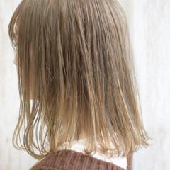 ミルクティー ミルクティーベージュ プラチナブロンド ボブ ヘアスタイルや髪型の写真・画像