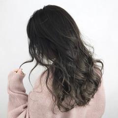 グレージュ 秋 ロング 冬 ヘアスタイルや髪型の写真・画像