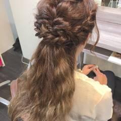 編み込み くるりんぱ ハーフアップ 波ウェーブ ヘアスタイルや髪型の写真・画像