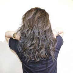 ブリーチ セミロング グレー シルバーアッシュ ヘアスタイルや髪型の写真・画像