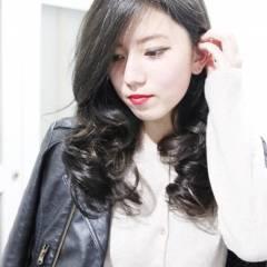 ロング アッシュ 大人女子 ヘアスタイルや髪型の写真・画像
