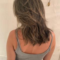 バレイヤージュ ハイライト ヘルシースタイル ナチュラル ヘアスタイルや髪型の写真・画像