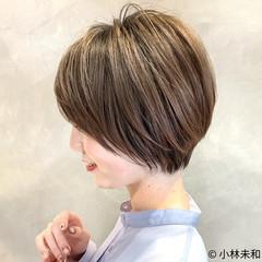 ショートヘア ナチュラル ショートボブ モカベージュ ヘアスタイルや髪型の写真・画像