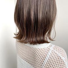 極細ハイライト 切りっぱなしボブ 外ハネボブ アンニュイほつれヘア ヘアスタイルや髪型の写真・画像
