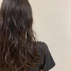ゆるふわパーマ ニュアンスパーマ パーマ ロング ヘアスタイルや髪型の写真・画像