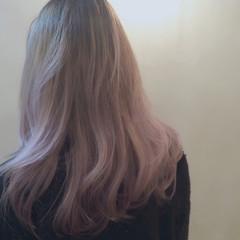 ロング ピンクアッシュ ピンク グラデーションカラー ヘアスタイルや髪型の写真・画像
