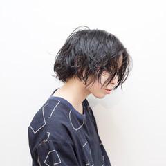 パーマ ボブ アウトドア リラックス ヘアスタイルや髪型の写真・画像