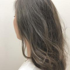 グレージュ セミロング ナチュラル アッシュ ヘアスタイルや髪型の写真・画像