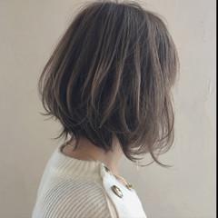 フェミニン アンニュイ ウェーブ ボブ ヘアスタイルや髪型の写真・画像